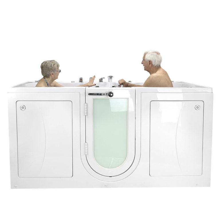 2 people bathing in big4two walk in bathtub